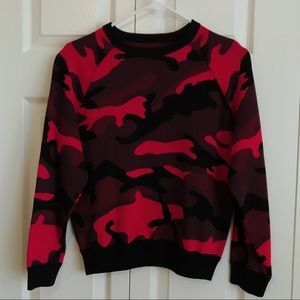 Sweaters - camo red sweater top Size S